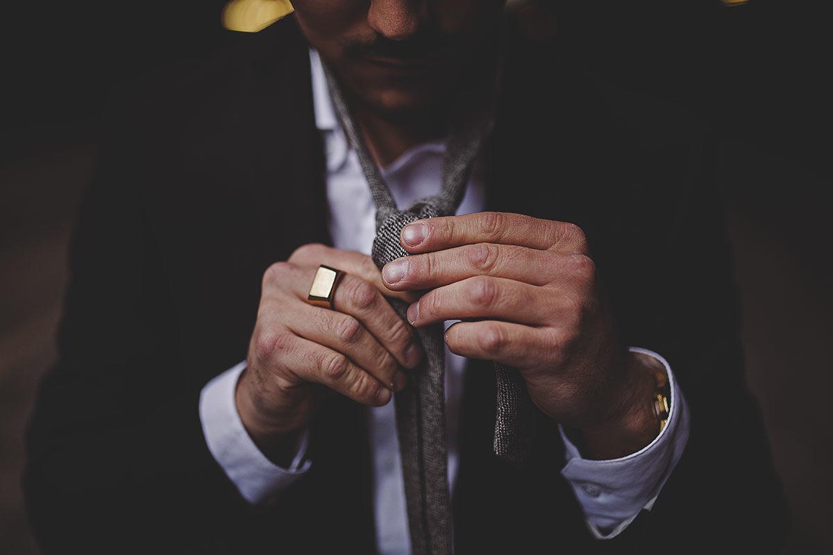 Нескучный аксессуар: 3 оригинальных способа завязать галстук