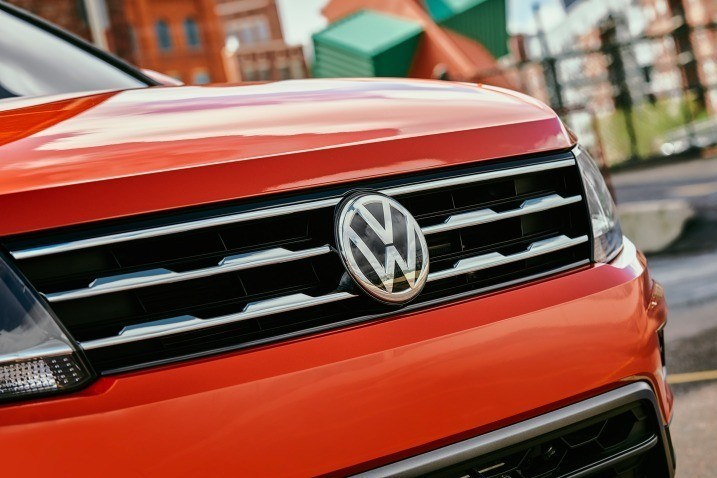Volkswagen Tiguan - перед