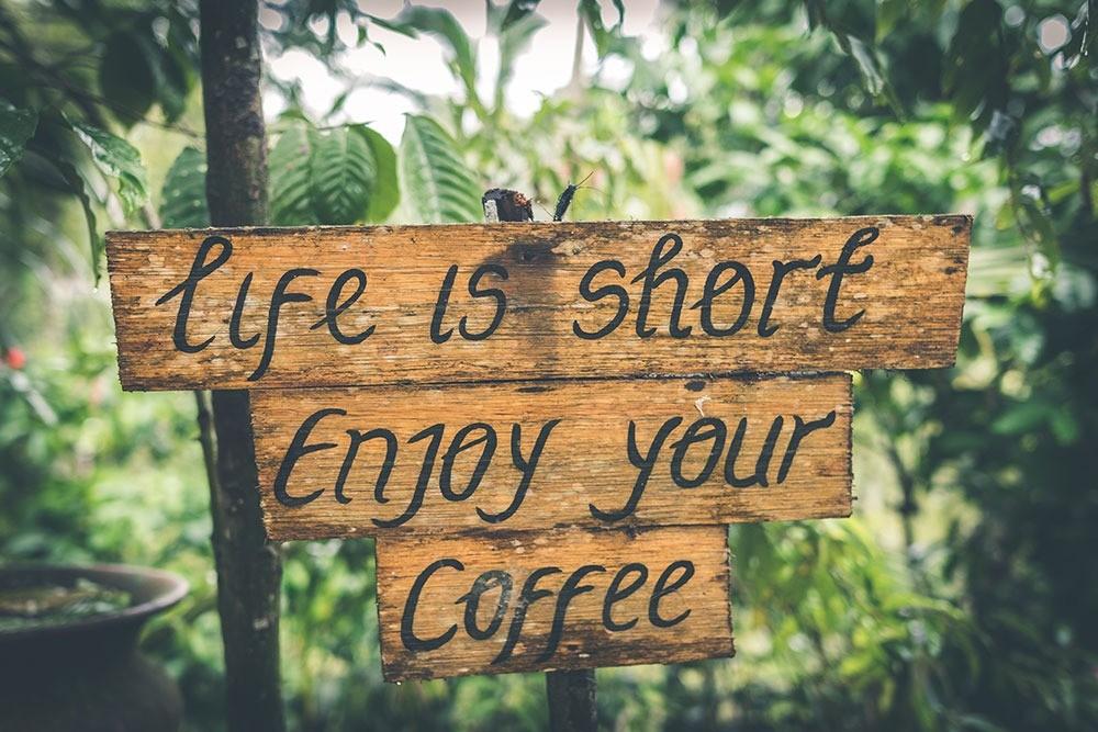 Жизнь короткая. Наслаждайтесь кофе