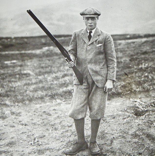 Человек в твидовой кепке и с ружьём