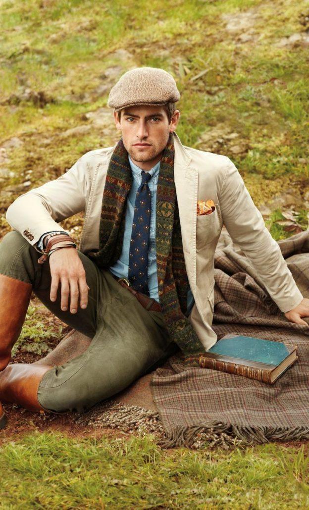 Мужчина в твидовой кепке с шарфом