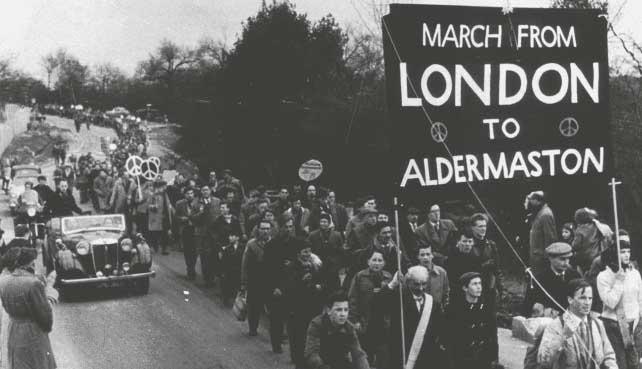 Участники марша движения за ядерное вооружение