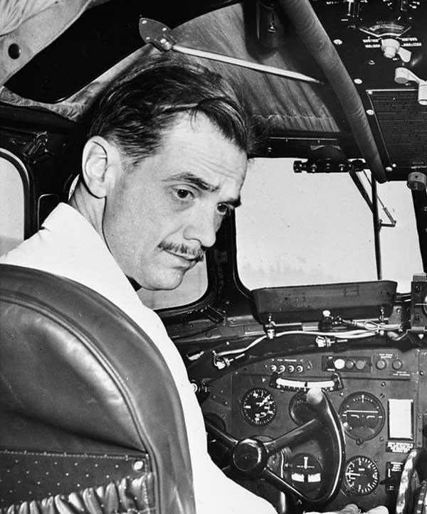 Говард Хьюз в самолёте