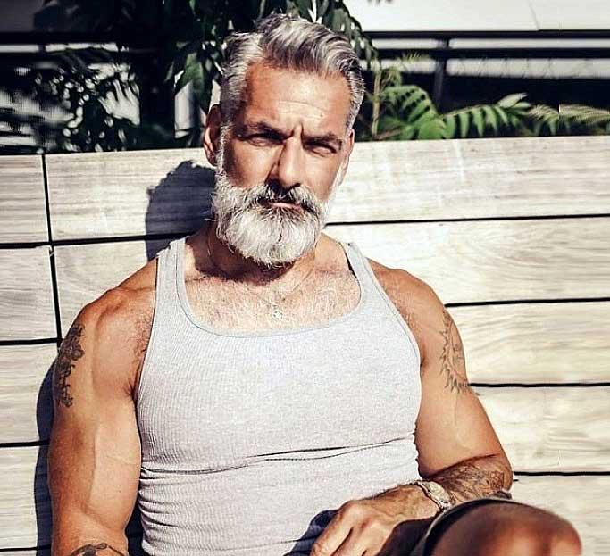 Мужчина за 60 с высоким уровнем тестостерона