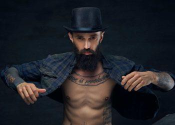 Бородатый мужчина в фланелевой рубашке