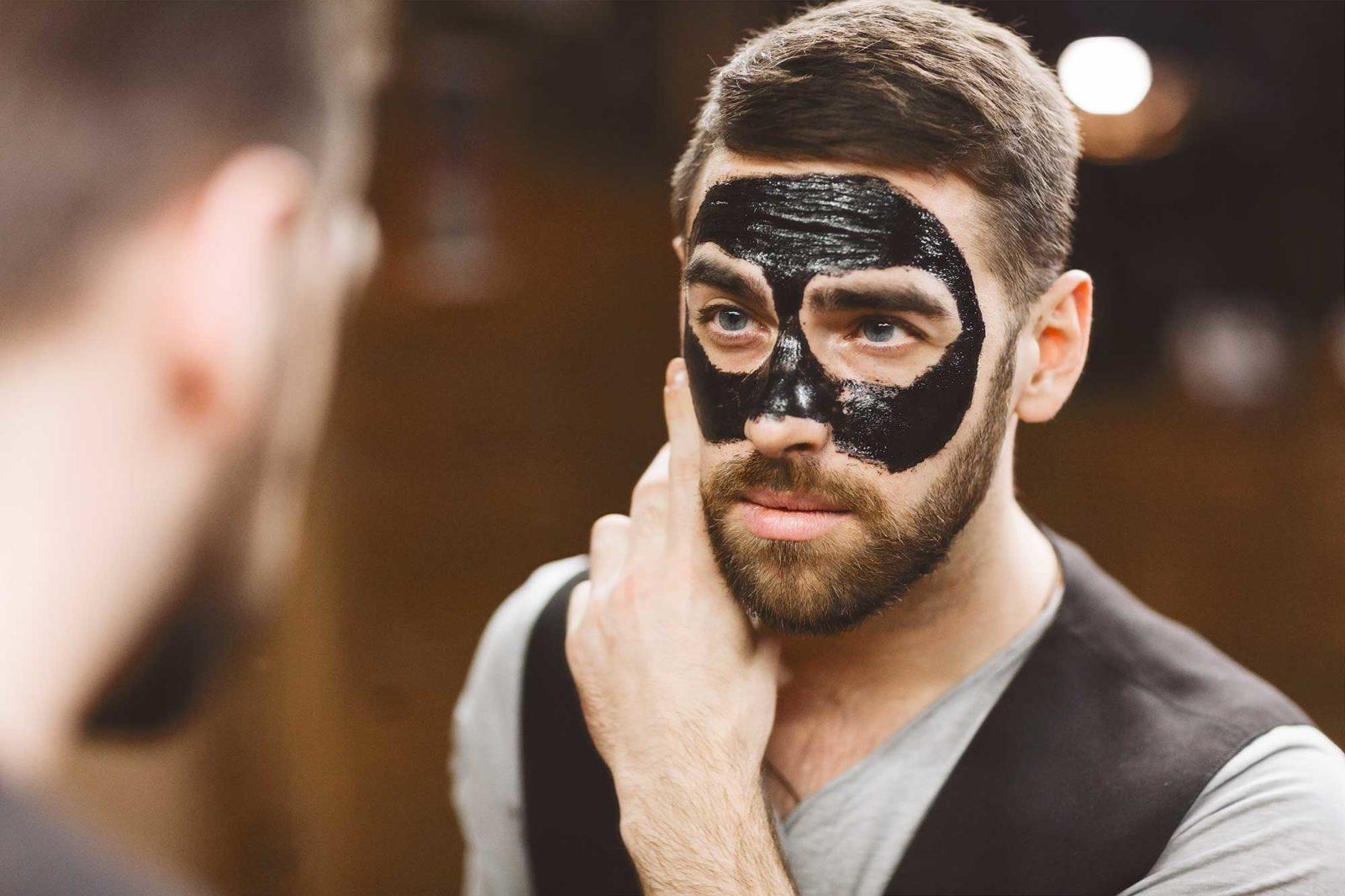 Мужчина с альгинатной маской
