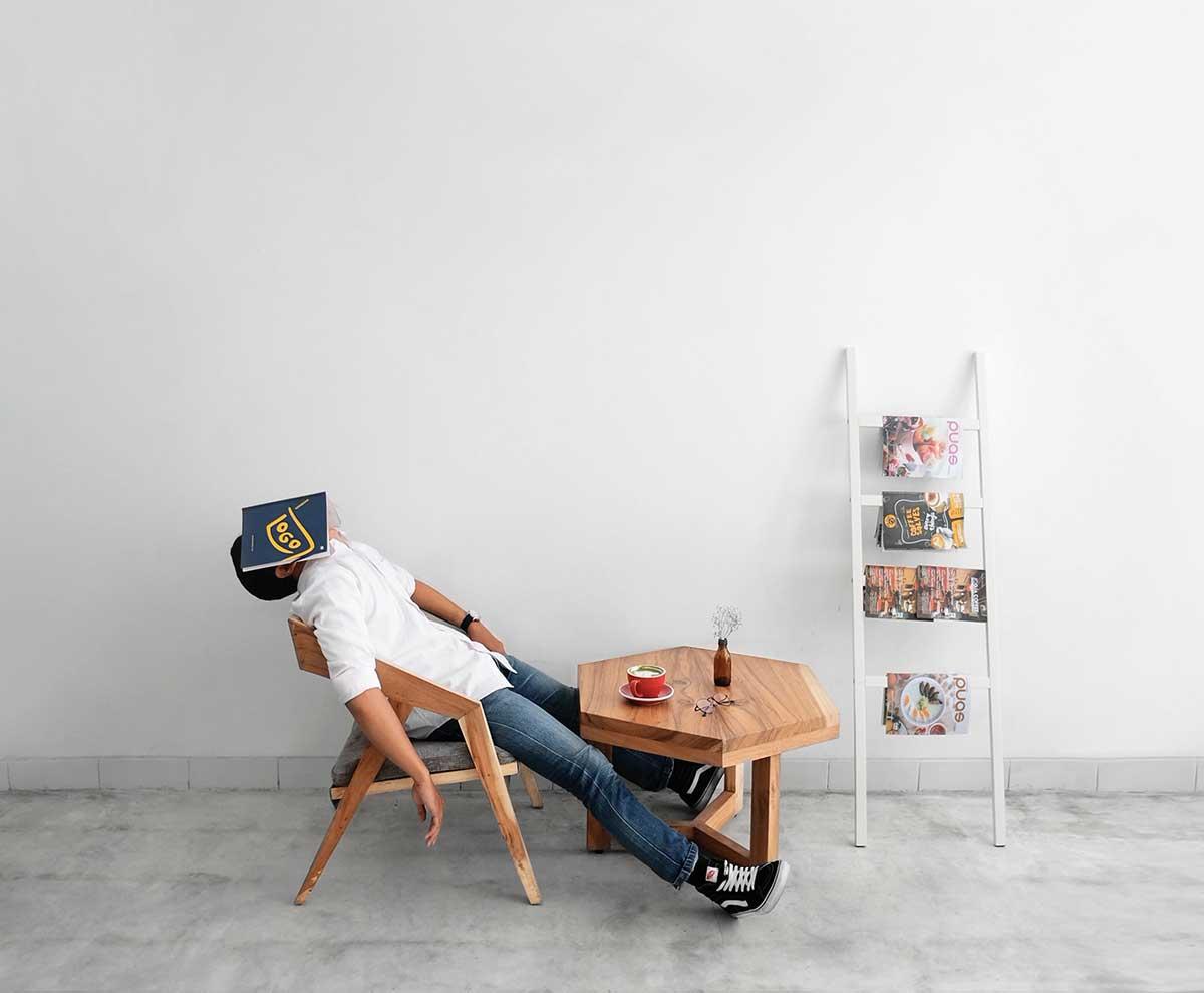 Сон за столом