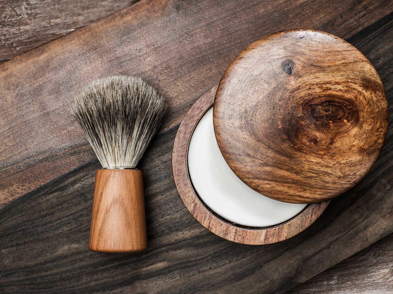 Помазок и мыло для бритья
