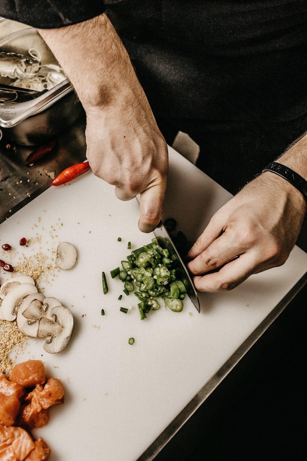 Рубит салат