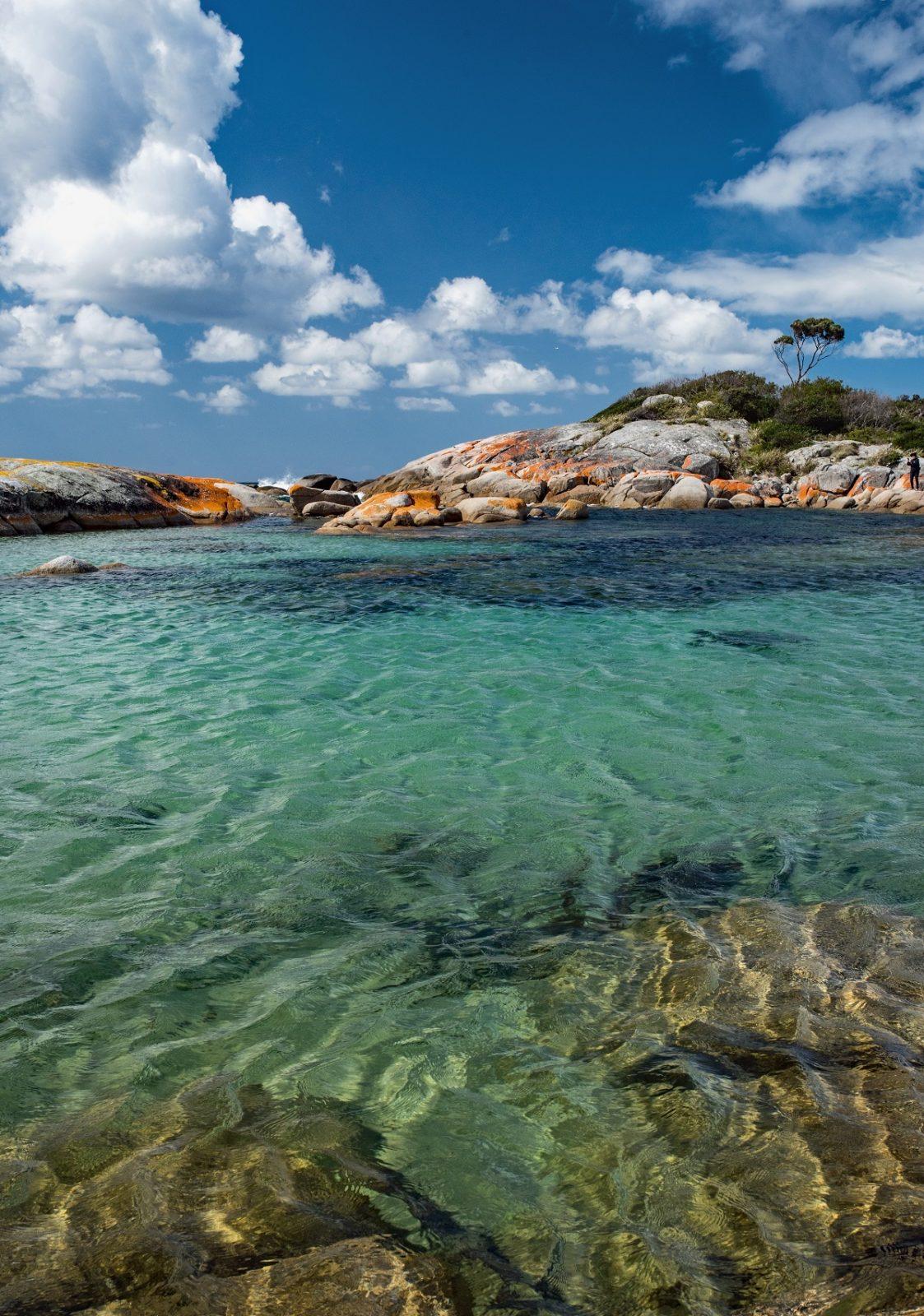Залив Биналонг в Австралии на острове Тасмания во время прилива