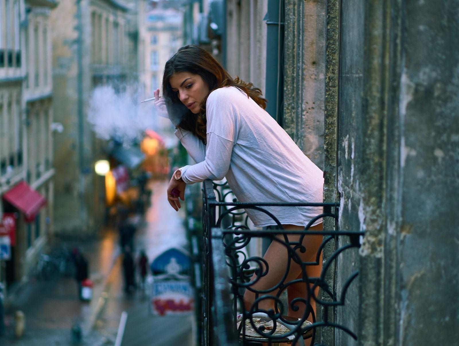 Француженка на балконе