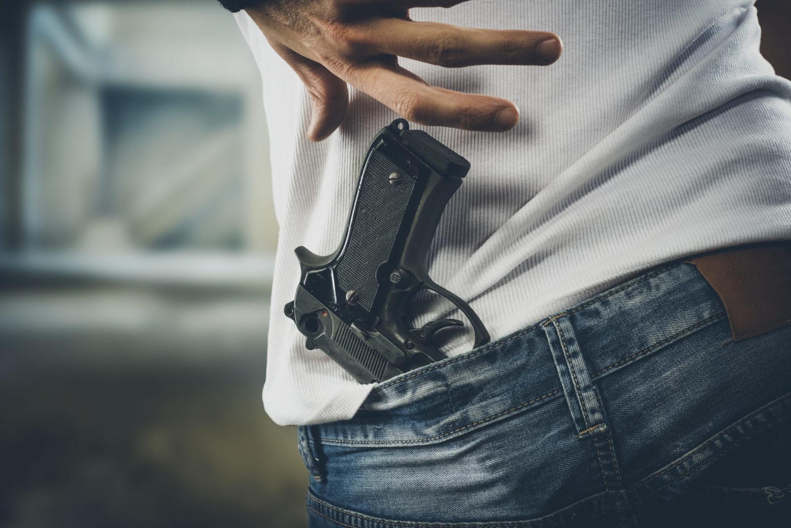 можете картинки револьвер в руках нам