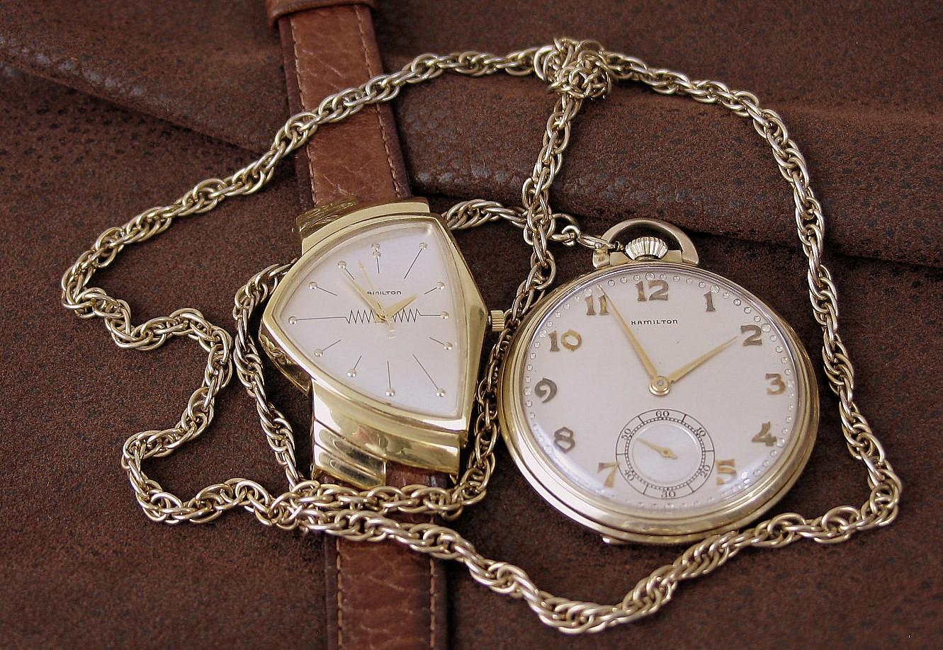Карманные часы Hamilton конца 1920-х годов и Hamilton Ventura, первые часы на батарейках начала 1960-х годов.