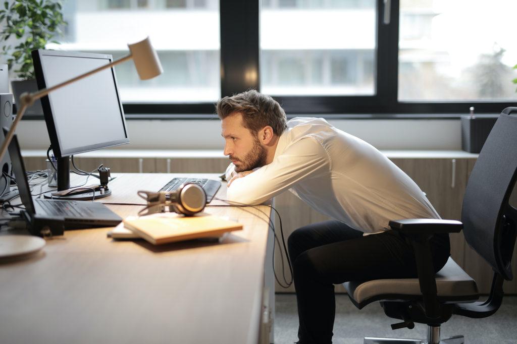 Почему эргономичное кресло важно для работы за компьютером