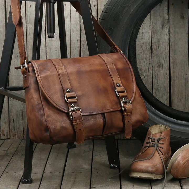Leather men's messenger bag